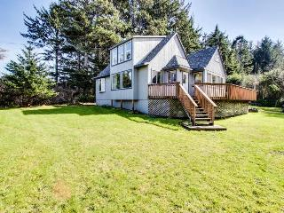 Dog-friendly home w/ ocean views & private hot tub - close to beach! - Coos Bay vacation rentals