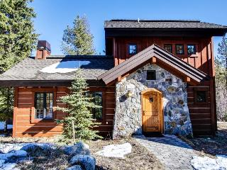 Cabin w/ private hot tub, ski-in/ski-out access! - Donnelly vacation rentals