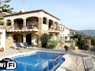 Beautiful Villa with Internet Access and Television - Calonge vacation rentals
