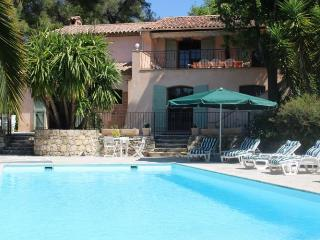 Beautiful Villa with Internet Access and Private Outdoor Pool - Le Rouret vacation rentals