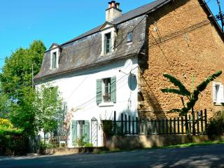 Charming House with Internet Access and Dishwasher - Thiviers vacation rentals