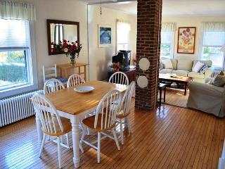 Annie's Place: Just 0.2 miles to beautiful Plum Cove Beach - Newbury vacation rentals