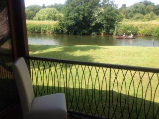 A Midsummer Nights Dream Lodge on the River Avon - Stratford-upon-Avon vacation rentals