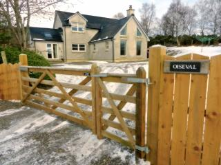 Comfortable 3 bedroom Fort Augustus Cottage with Internet Access - Fort Augustus vacation rentals