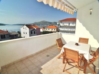 Apartment Mandi 3 for 4 people with AC - Okrug Gornji vacation rentals