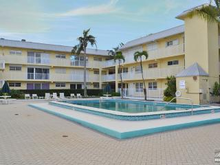 Luxurious waterfront condo in the heart of Olde Naples - Naples vacation rentals