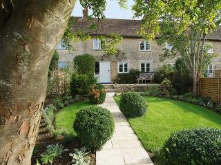 Charming House with Internet Access and Garden - Cirencester vacation rentals
