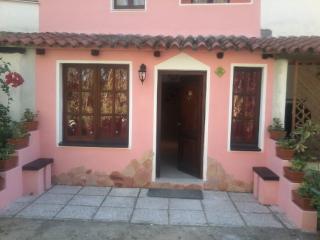 Graziosa Villetta a Schiera con Giardino - Maracalagonis vacation rentals