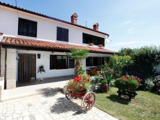 Spacious 5 bedroom House in Manjadvorci with Internet Access - Manjadvorci vacation rentals