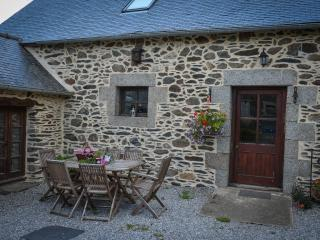 Beautiful 4 bedroom Mur-de-Bretagne Barn with Internet Access - Mur-de-Bretagne vacation rentals