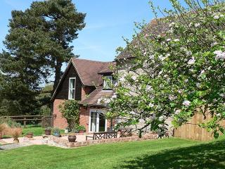 Romantic 1 bedroom Newent House with Internet Access - Newent vacation rentals