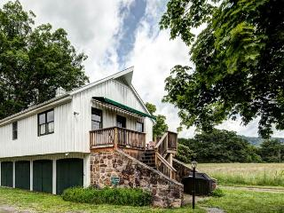 Car Barn - A large 2 bed cottage at the center of Meadow Lane. Access to outdoor pool, swimming holes and tennis court - Shenandoah Valley vacation rentals