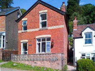 SUNNYSIDE, pet-friendly cottage, woodburner, village setting, in Upper Colwall, Ref 30026 - Malvern Wells vacation rentals