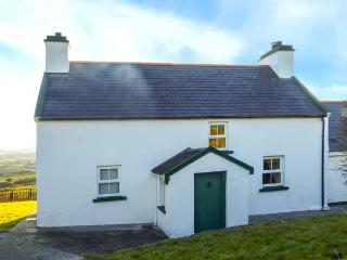 SUGARBUSH, stunning scenery, sea views, en-suite, pet-friendly cottage near Eyeries, Ref. 920703 - Eyeries vacation rentals