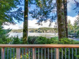 Dog-friendly lakefront cabin w/beautiful views, great deck & ideal location! - Lincoln City vacation rentals