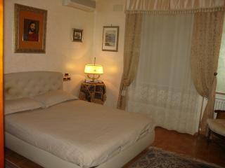 Bright 2 bedroom Gaggi Condo with Internet Access - Gaggi vacation rentals