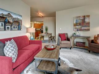 Stylish Seattle midtown apartment is ideal for modern city living! - Seattle Metro Area vacation rentals