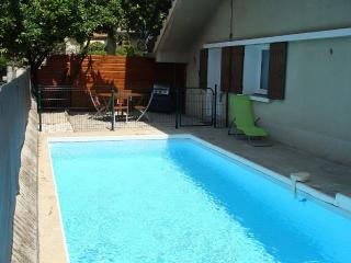 Very Nice Renovated Apartment with Pool - Nyons vacation rentals