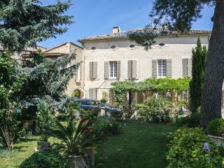 Apartment in a traditional farmhouse with a Pool - Saint-Remy-de-Provence vacation rentals