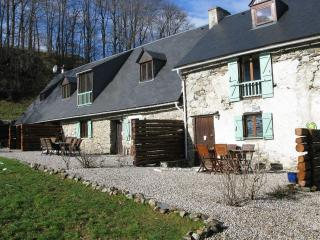 Bright 2 bedroom Sainte-Marie-de-Campan Gite with Internet Access - Sainte-Marie-de-Campan vacation rentals