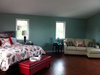 Bright Cottage with Deck and Internet Access - East Tawas vacation rentals