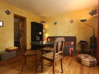 Appealing 1 bedroom flat for 2-heart of Montmartre - Paris vacation rentals