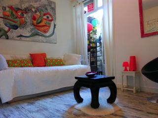 2 rooms- 4 single beds-10 min. to Anne frank house - Amsterdam vacation rentals