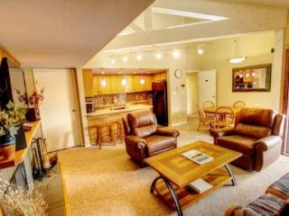 2 bedroom House with Hot Tub in Keystone - Keystone vacation rentals