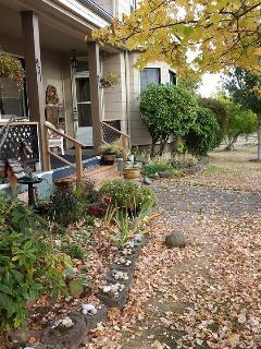 Freshly painted, Fall 2014 - Kiwi West Vacation Rental  A Cozy nest for two! - Port Angeles - rentals