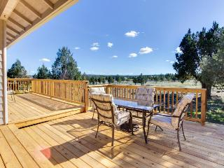 Light & bright family home w/ shared hot tub, pool & more! - Redmond vacation rentals