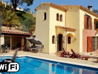 Cozy 3 bedroom Calonge Villa with Internet Access - Calonge vacation rentals