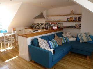 3 Bed, Stylish, Central Location , 2 mins to Beach - Hove vacation rentals