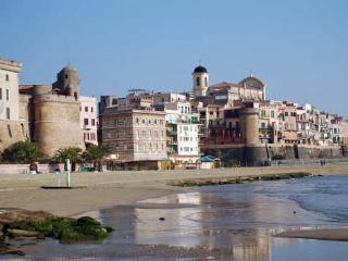 100 metri dalla spiaggia in un borgo medievale - Nettuno vacation rentals