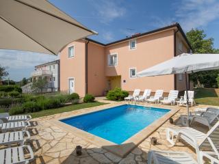 5 bedroom House with Internet Access in Brtonigla - Brtonigla vacation rentals