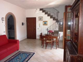 Casa Aurelia: 19 min by train to Vatican City! - Fiumicino vacation rentals