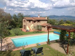 Gorgeous 4 bedroom Civitella in Val di Chiana Villa with Internet Access - Civitella in Val di Chiana vacation rentals