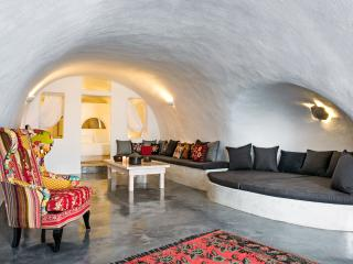 Revelis Canava - Fira vacation rentals