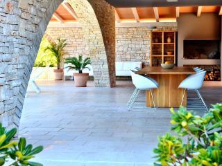 Cozy Villa with Internet Access and A/C - Ruzici vacation rentals