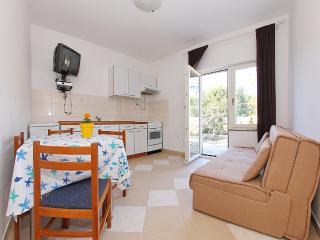 Apartment Daniela on the ground floor - Jezera vacation rentals