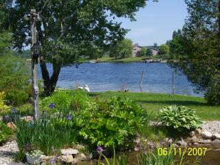 Nice Cottage with A/C and Outdoor Dining Area - Cheboygan vacation rentals