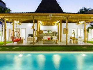 4 BR Villa with pool 200 meters from Kudeta beach - Bali vacation rentals