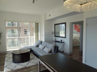 Perfect 2 bedroom Long Beach Apartment with Internet Access - Long Beach vacation rentals