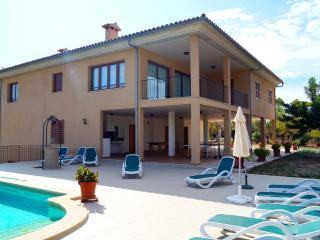 Perfect villa with beautiful views - Moscari vacation rentals