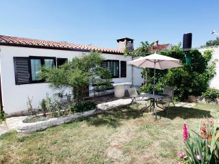 Beautiful 1 bedroom House in Manjadvorci with Internet Access - Manjadvorci vacation rentals