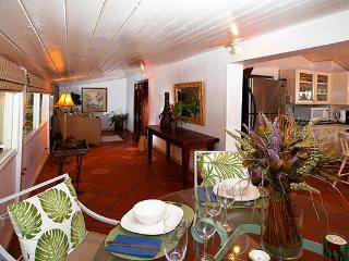 Romantic hideaway with private path to beach. BS LIT - Fitts Village vacation rentals