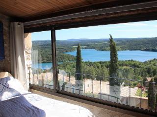 Magnifique maison de villageavec vue sur le lac - Montagnac-Montpezat vacation rentals