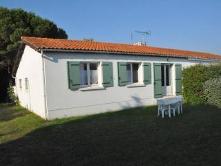 Charmante villa typique Ile de Ré - Loix en Re vacation rentals