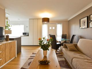 Modern 1 bedroom ground floor flat in Windsor - Windsor vacation rentals