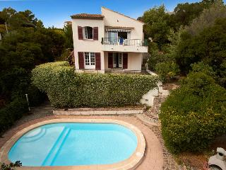 Nice Villa with Internet Access and Television - Saint-Aygulf vacation rentals