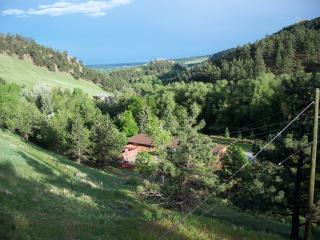 Beautiful mountain setting, 2 minutes to downtown - Boulder vacation rentals